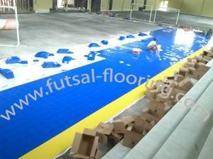 proses instalasi flooring futsal lapisan lantai