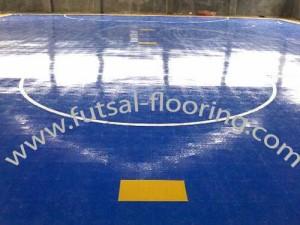 proses instalasi flooring futsal lapisan lantai 12