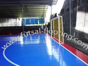 proses instalasi flooring futsal lapisan lantai 18