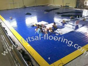 proses instalasi flooring futsal lapisan lantai 9